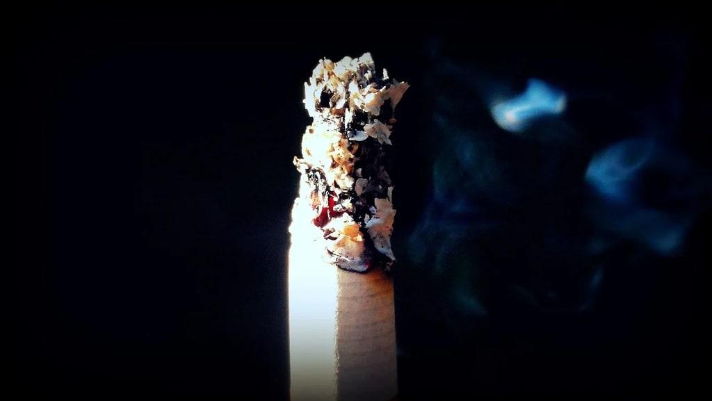 Machine à tuber les cigarettes pour faire des économies